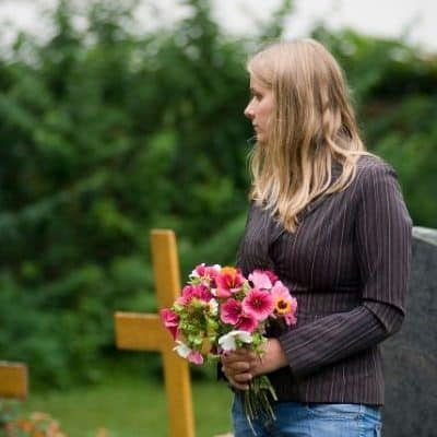 5 Ways to Help Someone Who's Grieving